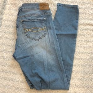 Abercrombie & Fitch Light Wash Skinny Jeans 4S